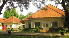15 Ideas house architecture old dream homes Dutch Colonial Homes, Colonial Exterior, Indonesian Decor, Art Deco Hotel, Colonial Architecture, House Architecture, Best House Plans, Classic House, House Front