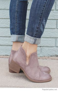 nude-boots-and-dark-jeans-for-street