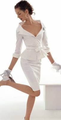 wedding / vow renewal / after wedding- leaving for honeymoon suit. Sophistication at it's finest!   vestidos-casamento-civil