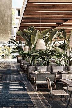 Does the thought of picking out a hotel for your next vacation give you anxiety? Decoration Restaurant, Deco Restaurant, Modern Restaurant, Design Hotel, Exterior Design, Interior And Exterior, Cafe Design, House Design, Design Design