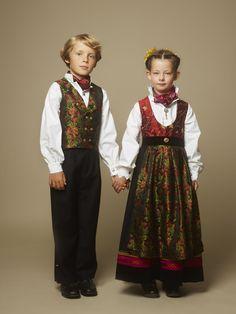 Hundreårsdrakten – festdrakt til barn – Eva Lie Design Folk Costume, Costumes, Human Babies, Ethnic Dress, Bridal Crown, Dresses Kids Girl, Outfit Sets, Diy Clothes, Kids Girls