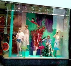 The fashion trend in Spring/Summer 2017 also dominates the retail window display. Accents referring to nature, in most cases leaves – exotic, ordinary, Grafton Street, Retail Windows, Window Displays, Dublin Ireland, Visual Merchandising, River Island, Spring Summer, Leaves, Seasons