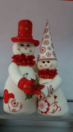 16 Snowman Art Projects for Kids - mybabydoo Snowman Decorations, Snowman Crafts, Christmas Projects, Holiday Crafts, Christmas Decorations, Felt Christmas Ornaments, Christmas Snowman, Christmas Time, Diy Cadeau Noel