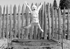 In fiecare an, cei mai buni fotografi rusi sunt invitati sa isi trimita lucrarile, indiferent de gen sau stil, la concursul The Best of Russia. Old Photos, Vintage Photos, Retro Kids, Vintage Kids, Photography Competitions, Jumping For Joy, Fairy Tales, The Past, Childhood