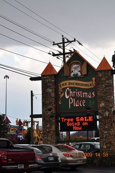 The Incredible Christmas Place. Sevierville, Tennessee {this place is decorated so beautifully. Gatlinburg Vacation, Tennessee Vacation, Gatlinburg Tn, Sevierville Tennessee, Tennessee Smokies, Christmas Place, Christmas Tree, Mountain Vacations, Great Smoky Mountains