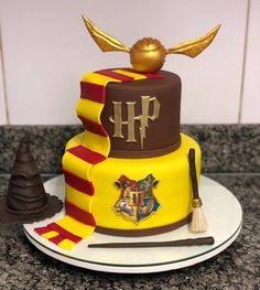 Harry Potter Desserts, Harry Potter Candy, Gateau Harry Potter, Harry Potter Party Decorations, Cumpleaños Harry Potter, Harry Potter Birthday Cake, Harry Potter Characters, Anniversaire Harry Potter, Harry Potter Baby Shower