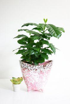 Mid Century Modern Pink Speckled Tripod Planter / Vintage Pink Ceramic Flower Pot
