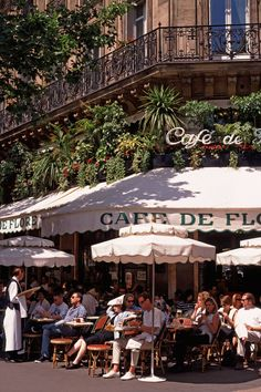 Café de Flore, 6ième Arr. Best Restaurants In Paris, Restaurant Paris, Romantic Restaurants, Restaurants Étoilés, City Aesthetic, Travel Aesthetic, Arquitectura Wallpaper, Places To Travel, Places To Go