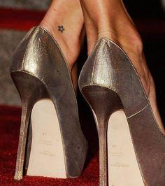 Tatouage de Kate Moss à la cheville, une étoile très discrète