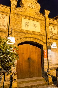 Bei unserem Aufenthalt in Chengdu hatten wir ein Hotel im Stil der Qing-Dynastie. Dieses Hotel war direkt in der Jingli-Strasse und war zugleich ein Teehaus.