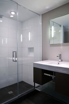 Black Floor Tiles And White Wall Tiles With Mosaic Featuretiles Adorable Mosaic Feature Tiles Bathroom Decorating Design