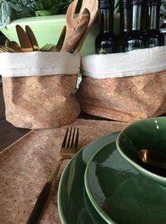 Deze gave mandjes van kurk zijn super in decoratie als bestekhouder of als broodmandje. #mand #kurk #bestekhouder #broodmandje #keuken