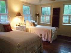 Two Bedroom Cottage in Beaufort SC (6) Really love this little guest room!