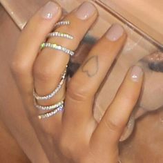 8c2ca33fb Ariana Grande got a second heart tattoo on her right ring finger ...
