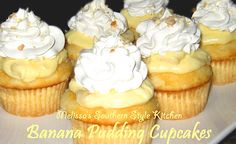 Banana Pudding Cupcakes - This cupcake combines two desserts to make one delectable hand held treat. Banana Pudding Cupcakes, Yummy Cupcakes, Filled Cupcakes, Twix Cupcakes, Oatmeal Cupcakes, White Cupcakes, Pudding Cake, Birthday Cupcakes, 21st Birthday