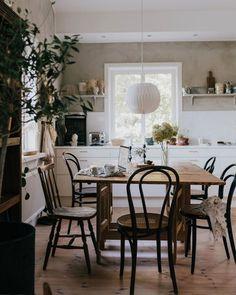 mijn Scandinavische huis: een warm Zweeds familiehuis vol textuur Swedish Cottage, Swedish House, Swedish Style, Swedish Interiors, Deco Retro, Style Vintage, Vintage Inspired, Scandinavian Home, Home Look