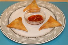 Onion samosa: An Indian deep fried spicy snack usually served with tea. In India we can see numerous varieties of samosas. Click here for recipe: www.vahrehvah.com/Onion-Samosa http://www.youtube.com/watch?v=a1sUPZIB62g  All snack recipes: http://vahrehvah.com/search/snack http://www.youtube.com/watch?v=r887rSMq6fQ&list=PLC5602935C96D11AC #onionsamosa #samosa #snack #appetizer #recipes #indiansnack #indianfood