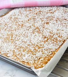 Kanelbullekladdkaka i långpanna – Lindas Bakskola Baking Recipes, Cake Recipes, Snack Recipes, Dessert Recipes, Bagan, Swedish Cookies, Wheat Free Recipes, Cake Bites, Swedish Recipes