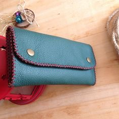 Leather Tobacco Pouch, Leather Wallet, Leather Tutorial, Leather Diy Crafts, Travel Bags For Women, Leather Working, Wallets For Women, Card Case, Elsa