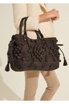 24 gd raphia, noir | gerard darel 5 Macrame Purse, Fashion Bags, Womens Fashion, Diy Purse, Crochet Handbags, Cool Backpacks, Big Bags, Knitted Bags, Crochet Designs