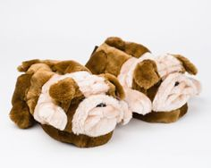 Bulldog slippers ❤❤❤ Bull dog Tshirt for you Crocs, Fuzzy Slippers, What House, Bedroom Slippers, Womens Slippers, Cute Shoes, Great Gifts, Puppies, Toddler Girls