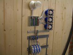 Verdrahten und Anschliessen einer Lichtschaltung (Stromstossschaltung). Detaillierte Beschreibung mit Fotos und Zeichnungen.