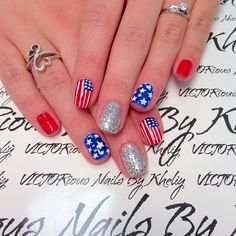 Memorial Day flag nails from @nailsbyvictor.