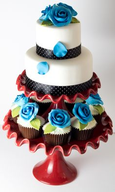 The perfect combination of cupcakes and cake