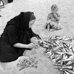Blink Photography, Black White Photos, Black And White, Nostalgic Pictures, Naruto Tattoo, Vintage Party, Fishing Villages, Trending Topics, Algarve