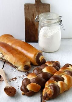 Discovered by ⒶⓇⒹⒾⓉⒶ. Find images and videos about food, sweet and chocolate on We Heart It - the app to get lost in what you love. Vanilla Loaf Recipes, Cake Recipes, Sugar Bread, Bread Art, Think Food, Coffee Dessert, Our Daily Bread, Hungarian Recipes, Bread And Pastries