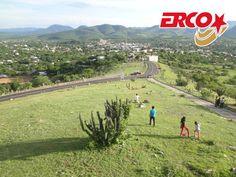 LAS MEJORES RUTAS DE AUTOBUSES. Al suroeste de la ciudad de Puebla, se encuentra la ciudad de Chiautla de Tapia, que alberga un hermoso lugar para convivir con la naturaleza y relajarse en familia. El cerro del Titilinzin es espacio donde puedes descansar y admirar el paisaje en una vista de 360° de la mixteca poblana. En Autobuses Erco, le invitamos a viajar a la ciudad de Chiautla de Tapia, cómodo y a un excelente precio. #autobusesachiautla