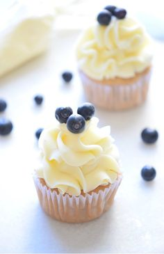 Mind Blowing Blueberry Cupcakes Maybe cupcakes like this underneath for the blue? Except maybe blackberry instead. Best Dessert Recipes, Fun Desserts, Sweet Recipes, Easy Recipes, Yummy Treats, Sweet Treats, Yummy Food, Yummy Yummy, Lemon Blueberry Cupcakes