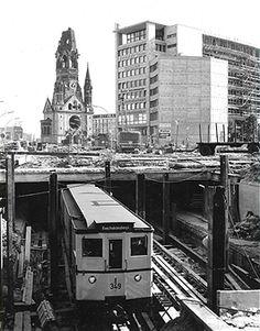 Good Deutschland Berlin Charlottenburg U Bahn Richtung Reichskanzlerplatz Neugestaltung der Hardenbergstrasse mit dem U Bahnhof Zoologischer Garten