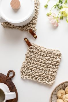 Knit Twine Potholder Pattern with Leather - Flax & Twine Knit Twine Potholder Pattern with Leather - Flax & Twine. Diy Finger Knitting, Arm Knitting, Knitting Patterns, Crochet Patterns, Scarf Patterns, Crochet Home, Hand Crochet, Crochet Granny, Knitting Projects