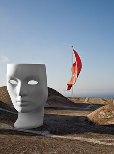 NEMO | by Fabio Novembre for Driade | Een hoofd waar je in kan zitten. Fascinerend en origineel! Geïnspireerd op Griekse kunst.