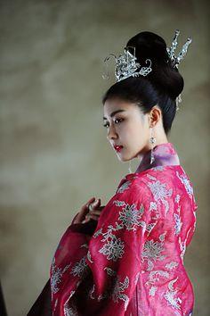 Resultado de imagem para empress ki ha ji-won Korean Actresses, Korean Actors, Actors & Actresses, Korean Traditional Dress, Traditional Dresses, Japonese Girl, Empress Ki, Ha Ji Won, Korean Hanbok