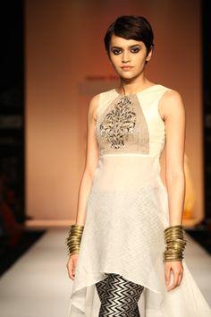Scarlet Bindi - South Asian Fashion Blog by Neha Oberoi: Lakme Fashion Week Spring/Summer 2013: Day 5