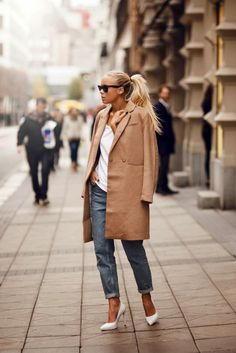 Trendy Blonde Girl #streetstyle #cozy #warm #pretty #style #coat #camel #jeans #heels #fall #fashion #trendylisbon