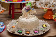 Decoração de festa junina: 90 ideias coloridas e criativas Cake, Desserts, Food, Junho, Halloween, Arm Pits, Shapes, Events, Tailgate Desserts