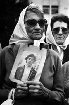 Madres de la Plaza de Mayo--Mothers making a difference for their children. Narrative Photography, Spanish Teaching Resources, Spanish Speaking Countries, History Images, Spanish Class, How To Speak Spanish, My People, Best Memories, Human Rights