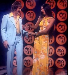 cher Cher jokes around with her husband, Sonny Bono, on quot;The Sonny And Cher Comedy Hourquot; Sonny And Cher Costumes, 70s Fashion, Vintage Fashion, The Cher Show, Cher Photos, Sparkle And Fade, Cher Bono, The Jacksons, Vogue Magazine