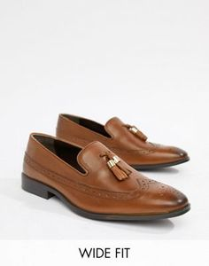 Shop ASOS DESIGN Wide Fit brogue loafers in tan leather with gold tassel detail. With a variety of delivery, payment and return options available, shopping with ASOS is easy and secure. Shop with ASOS today. Sneakers Smart, Brogues, Loafers, Wedding Shoes Online, Skinny Fit Suits, Sneaker Boots, Black Faux Leather, Work Wear