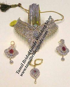 New South Indian Bridal Saree Blouse Fresh Flowers Ideas Indian Bridal Party, Asian Bridal Wear, Indian Bridal Sarees, Wedding Silk Saree, Indian Bridal Makeup, Bridal Hair, Kerala Bride, Hindu Bride, Bride Indian