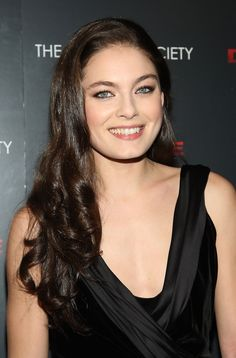Alexa Davalos is more than just a pretty face. She's one with a natural charm and glamor. Pretty Makeup Looks, Pretty Face, Celebrity Measurements, Alexa Davalos, Divas, Taylor Swift Hot, Hollywood Girls, Female Actresses, Female Celebrities