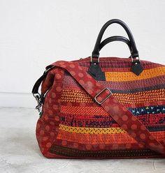 "138 curtidas, 3 comentários - Anna Studio, 퀼트앤돌 디자인 (@anna_studios) no Instagram: ""보헤미안 레드  트레블백 Bohemian red travel bag . . #퀼트앤돌디자인  #애나스튜디오  #퀼트가방 #퀼트  #패치워크  #quiltndolldesign…"""