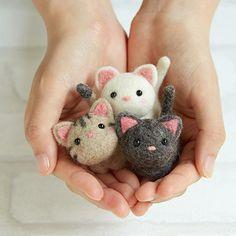 DIY handmade Wool Felt kit Little kitten- Japanese kit package Wool Needle Felting, Needle Felting Tutorials, Needle Felted Animals, Felt Animals, Cute Kittens, Felt Cat, Cat Doll, Handmade Felt, Felt Dolls