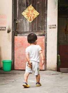 Eingewickelt  Bei uns werden weniger Babys geboren. Den Profit suchen Windelhersteller daher in China und anderen Schwellenländern. Wo bislang niemand Windeln gebraucht hat #die-besten-stoffwindeln.de