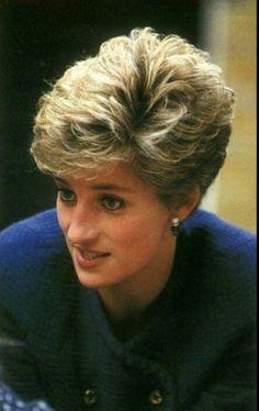 Princess Diana Hair, Princess Diana Pictures, Royal Princess, Haircut For Older Women, Short Hair Cuts For Women, Short Hair Styles, Princesa Diana, Diana Haircut, Diana Fashion