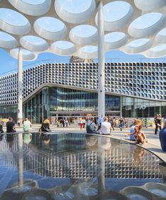 ector hoogstad architecten builds the world's biggest bicycle parking in utrecht designboom Utrecht, Building Skin, Mix Use Building, Concrete Column, Exposed Concrete, Petra, Bicycle Garage, Sustainable City, Central Station