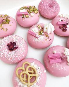 1,277 vind-ik-leuks, 21 reacties - Chocolate N°5 (@chocolateno5_) op Instagram: 'Customised donuts ✨'